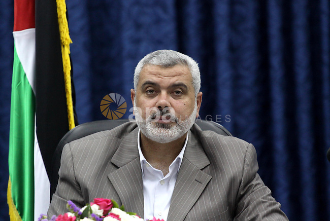 Palestinian Prime Minister in the Gaza Strip, Ismail Haniya meets with Palestinian Government in Gaza City on May 25, 2010. Photo by Mohammed Asad