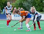 HUIZEN - Hockey - Myrthe van Kesteren (Bldaal)  met Sascha Olderaan (HUI)   .Hoofdklasse hockey competitie, Huizen-Bloemendaal (2-1) . COPYRIGHT KOEN SUYK