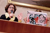 Roma, 3 Aprile 2017<br /> Paola Regeni mostra la foto di un murales a Berlino che chiede giustizia per Giulio<br /> Conferenza stampa al Senato della famiglia di Giulio Regeni, il giovane ricercatore scomparso e trovato morto con evidenti segni di torture in Egitto a febbraio del 2016.