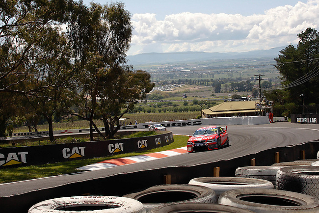 V8 Supercars 'The Great Race' at the Supercheap Auto Bathurst 1000, Mount Panorama Raceway