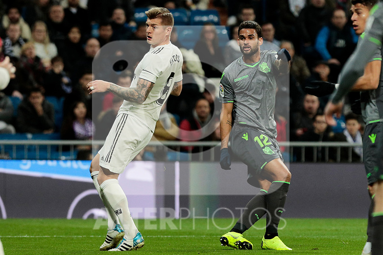 Real Madrid's Toni Kroos and Real Sociedad's Willian Jose Da Silva during La Liga match between Real Madrid and Real Sociedad at Santiago Bernabeu Stadium in Madrid, Spain. January 06, 2019. (ALTERPHOTOS/A. Perez Meca)<br />  (ALTERPHOTOS/A. Perez Meca)