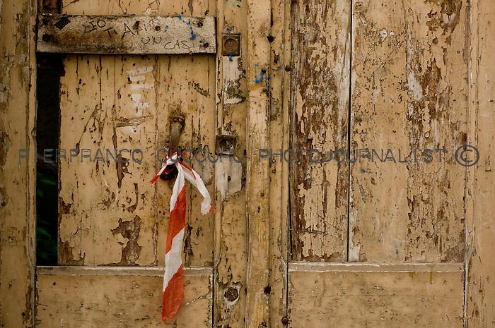 vicolo ciboddo porte, portoni, maniglie e serrature di sassari, Italia<br /> doors, handles and locks in Sassari, Italy