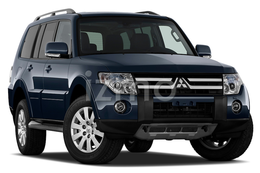 Passenger side profile view of a 2009 Mitsubishi Pajero InStyle 5 Door SUV .