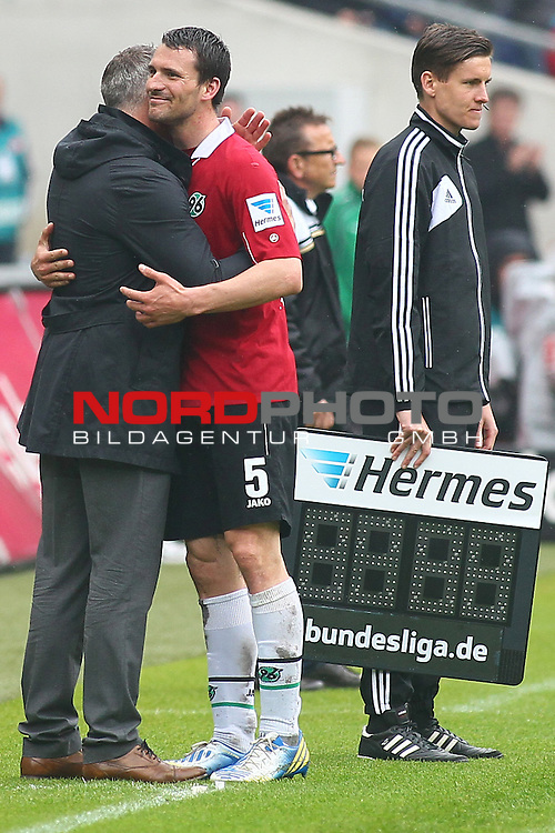 18.05.2013, AWD Arena, Hannover, GER, 1.FBL, Hannover 96 vs Fortuna Duesseldorf, im Bild Mirko Slomka (Trainer Hannover) umarmt Mario Eggimann (Hannover #5)<br />   // during the Match GER, 1.FBL, Hannover 96 vs Fortuna Duesseldorf, AWD Arena, Hannover, Germany, on 18/05/2013,<br /> Foto &copy; nph / Schrader