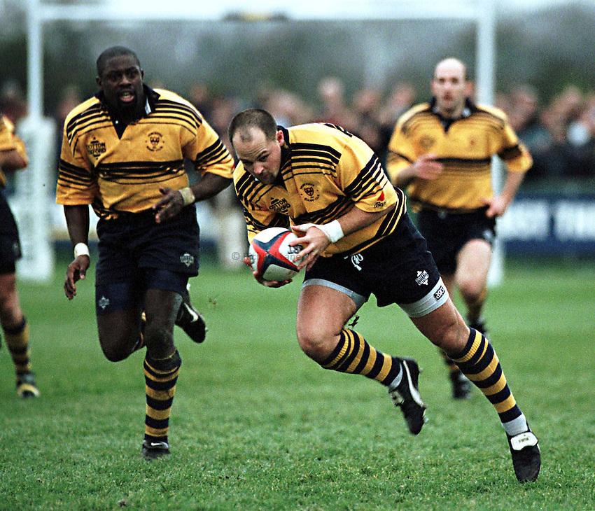 Photo. Richard Lane. .Worcester v Bristol. 13/12/98..Worcester centre, Duncan Hughes breaks up the middle.