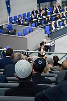Der Bundestag erinnert am Donnerstag  den 31. Januar 2019 in einer Gedenkstunde an die Opfer des Nationalsozialismus. Der israelische Historiker Saul Friedlaender hielt die Hauptrede. Der 1932 geborene Friedlaender ueberlebte den Holocaust im Versteck. Seine Eltern wurden in Auschwitz ermordet. Friedlaender forschte vor allem zur Geschichte des Nationalsozialismus und zum Schicksal der europaeischen Juden.<br /> Der Bundestag gedenkt traditionell zum Holocaust-Gedenktag der Millionen Opfer des Nazi-Regimes. Am 27. Januar 1945 befreiten Soldaten der Roten Armee das Vernichtungslager Auschwitz.<br /> 31.1.2019, Berlin<br /> Copyright: Christian-Ditsch.de<br /> [Inhaltsveraendernde Manipulation des Fotos nur nach ausdruecklicher Genehmigung des Fotografen. Vereinbarungen ueber Abtretung von Persoenlichkeitsrechten/Model Release der abgebildeten Person/Personen liegen nicht vor. NO MODEL RELEASE! Nur fuer Redaktionelle Zwecke. Don't publish without copyright Christian-Ditsch.de, Veroeffentlichung nur mit Fotografennennung, sowie gegen Honorar, MwSt. und Beleg. Konto: I N G - D i B a, IBAN DE58500105175400192269, BIC INGDDEFFXXX, Kontakt: post@christian-ditsch.de<br /> Bei der Bearbeitung der Dateiinformationen darf die Urheberkennzeichnung in den EXIF- und  IPTC-Daten nicht entfernt werden, diese sind in digitalen Medien nach §95c UrhG rechtlich geschuetzt. Der Urhebervermerk wird gemaess §13 UrhG verlangt.]