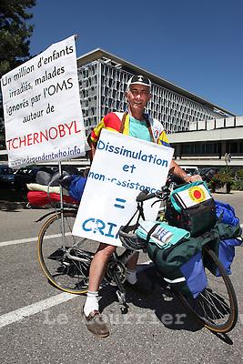 Genève, le 20.07.2010.Henri Tendron. Ce secouriste de 63 ans, originaire d'un village aux alentours de Nantes, poursuit: «L'effort physique fourni pour le voyage me permet de participer symboliquement à la souffrance des victimes de la catastrophe de Tchernobyl.»Ecoeuré par les chiffres avancés par l'OMS dans les mois qui ont suivi l'explosion de la centrale nucléaire ukrainienne..© Le Courrier / J.-P. Di Silvestro