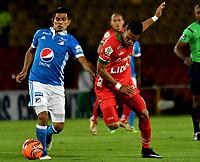 BOGOTA - COLOMBIA - 20 – 05 - 2017: David Silva (Izq.) jugador de Millonarios disputa el balón con Edis Ibargüen (Der.) jugador de Patriotas F.C., durante partido de la fecha 19 entre Millonarios y por la Liga Aguila I-2017, jugado en el estadio Nemesio Camacho El Campin de la ciudad de Bogota. / David Silva (L) player of Millonarios vies for the ball with Edis Ibargüen (R) player of Patriotas F.C., during a match of the date 19th between Millonarios and Patriotas F.C., for the Liga Aguila I-2017 played at the Nemesio Camacho El Campin Stadium in Bogota city, Photo: VizzorImage / Luis Ramirez / Staff.