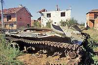 Kosovo, Serbian tank destroyed  by  NATO attacks with depleted uranium grenades....- Kossovo, carro armato serbo distrutto dai bombardamenti NATO con proiettili all'uranio impoverito