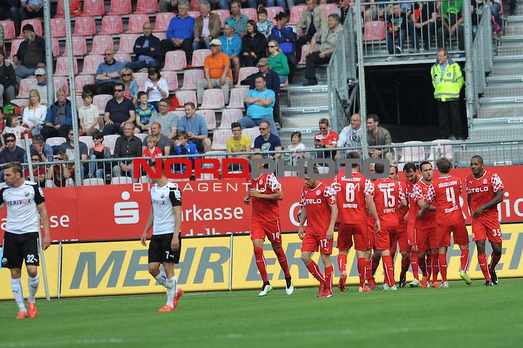 17.05.2015, Hardtwaldstadion, Sandhausen, GER, 2. FBL, SV Sandhausen vs. Fortuna Duesseldorf, im Bild: Jubel &uuml;ber das 1:0<br /> <br /> Foto &copy; nordphoto / Fabisch