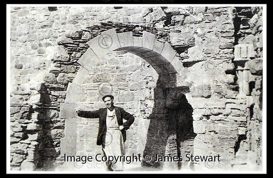 19/01/2007        Copyright Pic: James Stewart.File Name :sct_jspa04_ian_cramb.COLLECT PIC OF SCOTS STONEMASON IAN CRAMB AT THE COMPLETE NORTH WEST ARCH AT IONA ABBEY.......(see copy from Stuart Nicholson / Tim Bugler).....James Stewart Photo Agency 19 Carronlea Drive, Falkirk. FK2 8DN      Vat Reg No. 607 6932 25.Office     : +44 (0)1324 570906     .Mobile   : +44 (0)7721 416997.Fax         : +44 (0)1324 570906.E-mail  :  jim@jspa.co.uk.If you require further information then contact Jim Stewart on any of the numbers above.........