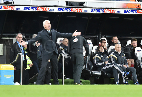 21.12.2014.  Newcastle, England. Premier League. Newcastle United versus Sunderland. Newcastle United manager Alan Pardew appeals to the referee Anthony Taylor