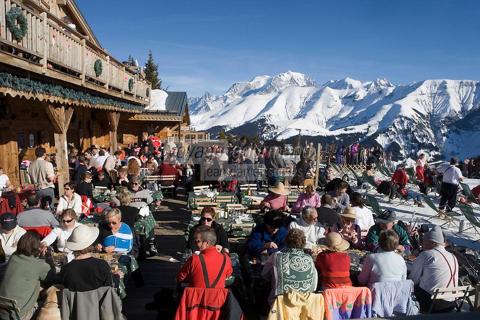 Europe/France/Rhone-Alpes/74/Haute-Savoie/Megève: Restaurant d'Altitude l'Alpette dans le Massif de Rochebrune la terrasse et le Mont Blanc