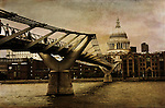 Millenium footbridge facing St Pauls Cathedral