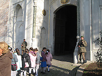 School children & armed guards outside Topkapi Palace, Istanbul