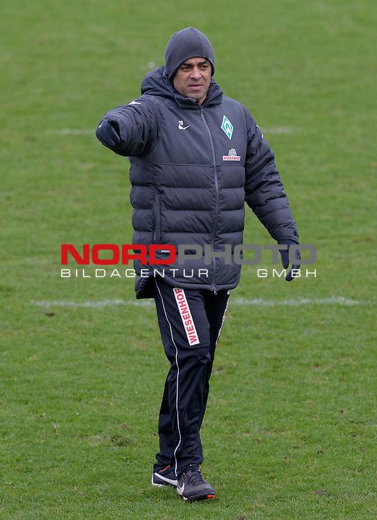 18.12.2013, Trainingsgelaende, Bremen, GER, 1.FBL, Training Werder Bremen, im Bild Robin Dutt (Trainer Werder Bremen)<br /> <br /> Foto &copy; nordphoto / Frisch