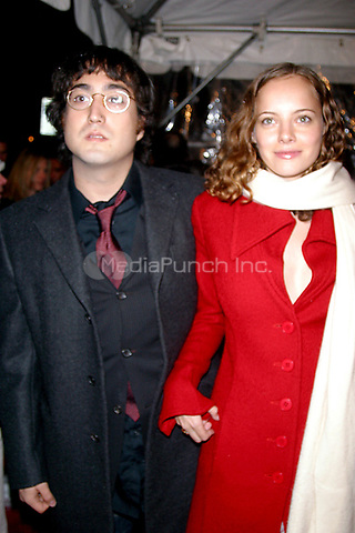 SEAN LENNON_BIJOU PHILLIPS<br /> K27928JBB             SD1205 <br /> THE WORLD PREMIERE OF THE LORD OF THE RINGS THE TWO TOWERS AT THE ZIEGFELD THEATRE IN NEW YORK CITY <br /> PHOTO BY: John Barrett/ PHOTOlink.net/ MediaPunch &copy;2002