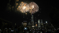 NEW YORK, EUA, 04.07.2017 - INDEPENDÊNCIA-EUA - Queima de fogos é vista na frente do World Trade Center na Ilha de Manhattan em New York nos Estados Unidos nesta terça-feira, 04. Dia da Independência norte-americana. (Foto: William Volcov/Brazil Photo Press)