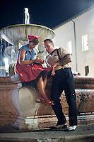 Senigallia, Agosto 2013. due ragazzi vestiti stile anni 60 a Senigallia durante il Festival Summer Jamboree.