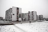 Die Kleinstadt Slawutytsch wurde nach der Katastrophe von Tschernobyl neu gegründet. Auch heute ist das Leben noch durch das nah gelegene Atomkraftwerk geprägt. In Tschernobyl ereignete sich die größte technologische Katastrophe des 20. Jahrhunderts. Ausgerechnet dort findet man heute noch die größten Anhänger der Atomkraft. / The Chernobyl catastrophe was the biggest technological catastrophe of the 20th century. It seems strange that just there you can find the biggest supporters of nuclear energy.