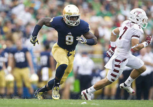 August 31, 2013:  Notre Dame linebacker Jaylon Smith (9) rushes the quarterback during NCAA Football game action between the Notre Dame Fighting Irish and the Temple Owls at Notre Dame Stadium in South Bend, Indiana.  Notre Dame defeated Temple 28-6.