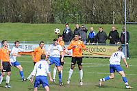 "VOETBAL: BALK: Voetbalcomplex ""de Wilgen"", 27-04-2013, KNVB 1ste Klasse E district Noord, VV Balk -VV Drachtster Boys, Einduitslag 1-2, Rene Geertsma (#10 | Balk) kopt de bal, Herman Rozema (#3 | DB), ©foto Martin de Jong"
