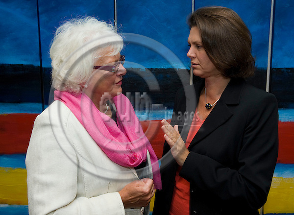 Brussels-Belgium, 07 September 2009 -- Mariann FISCHER BOEL (le), European Commissioner in charge of Agriculture and Rural Development, with Ilse AIGNER (ri), German Federal Minister for Food, Agriculture and Consumer Protection, during a break of today's meeting of the EU-Council on Agriculture and Fisheries -- Photo: Horst Wagner / eup-images