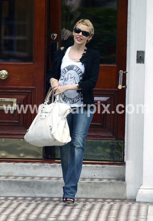**ALL ROUND PICTURES FROM SOLARPIX.COM**.**WORLDWIDE SYNDICATION RIGHTS**.Kylie Minogue caught leaving her house in London. 11th August 2006..JOB REF: 5007 BNE       DATE: 11_08_2006.**MUST CREDIT SOLARPIX.COM OR DOUBLE FEE WILL BE CHARGED* *UNDER NO CIRCUMSTANCES IS THIS IMAGE TO BE REPRODUCED FOR ANY ONLINE EDITION WITHOUT PRIOR PERMISSION*