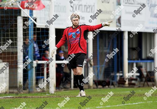 2013-12-08 / Voetbal / seizoen 2013-2014 / Nijlen - Zwijndrecht / Glenn De Jonghe<br /><br />Foto: Mpics.be