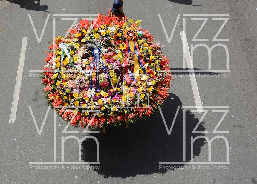 MEDELLÍN - COLOMBIA, 10-08-2014. Carlos Zapata fue el ganador general en el tradicional desfile de silleteros que se realizó hoy, 10 agosto de 2014, por las calles de Medellín en la versión 57 de la Feria de las Flores 2014 que se realiza en la capital de Antioquia./ Carlos Zapata was the overall winner of the tradictional Silleteros parade that was made today, 10 July 2014, by the streets of Medellin at the 57th version of Flower Fair 2014 that takes place in the Antioquia's capital. Photo: VizzorImage / Luis Rios/ Str