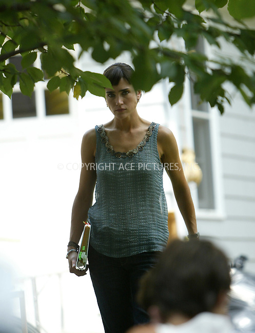 WWW.ACEPIXS.COM ** ** ** ....QUEENS, AUGUST 1, 2005....Jennifer Connelly on the set of her new film 'Little Children.'....Please byline: JENNIFER L GONZELES-ACE PICTURES.. *** ***  ..Ace Pictures, Inc:  ..Craig Ashby (212) 243-8787..e-mail: picturedesk@acepixs.com..web: http://www.acepixs.com