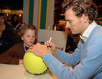 24-2-07,Tennis,Netherlands,Rotterdam,ABNAMROWTT, Autographsession with Sjeng Schalken
