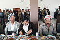 Irak 1991 .Aziz Mohamed, Jalal Talabani et Massoud Barzani à Shaklawa.Iraq 1991 .Shaklawa: Aziz Mohammed, jalal Talabani and Massood Barzani