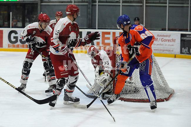 GRONINGEN - IJshockey, GIJS Bears - Eindhoven Kemphanen,  seizoen 2013-2014, 01-03-2014, drukte voor het doel van Tom Korte waarbij de puck even zoek is