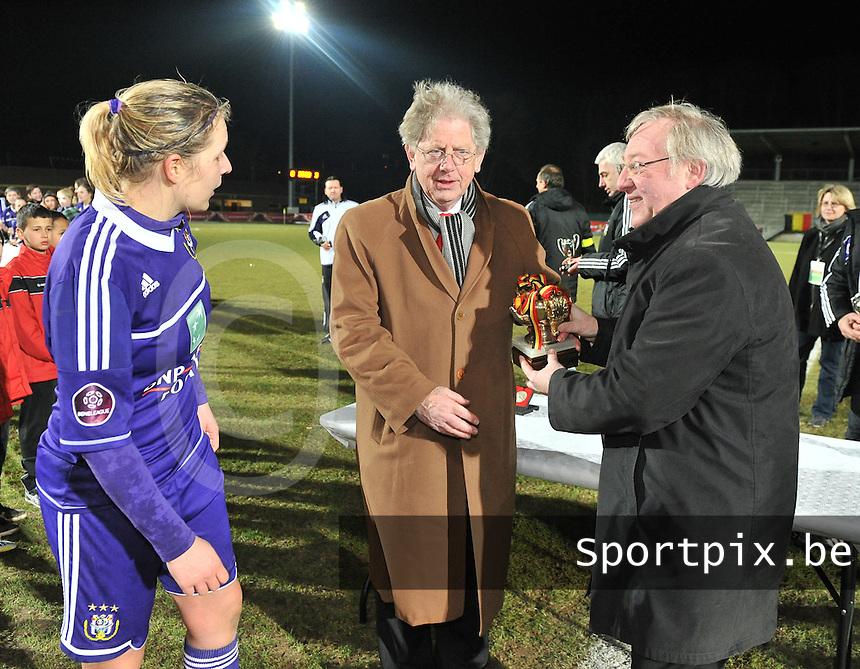 Waasland Beveren Sinaai Girls - RSC Anderlecht : Marc Lesenfants , Sophie Mannaert en François De Keersmaecker.foto DAVID CATRY / Nikonpro.be