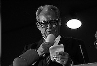 Former German Chancelor Willy Brandt adressing german hostages he brought back in a chartered plane from Iraq, Frankfurt Airport, Germany 1990
