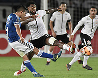 BOGOTA - COLOMBIA, 28-02-2018: David Macalister Silva (Izq) jugador de Millonarios de Colombia disputa el balón con Rene Junior (Der) jugador de Corinthians de Brasil durante partido por la fecha 1, grupo 7, de la CONMEBOL Libertadores 2018 jugado en el estadio Nemesio Camacho El Campin de la ciudad de Bogotá. / David Macalister Silva (L) player of Millonarios of Colombia fights for the ball with Rene Junior (R) player of Corinthians of Brazil during match for the date 1, group 7, of the CONMEBOL Libertadores 2018 played at Nemesio Camacho El Campin stadium in Bogota city. Photo: VizzorImage / Gabriel Aponte / Staff.