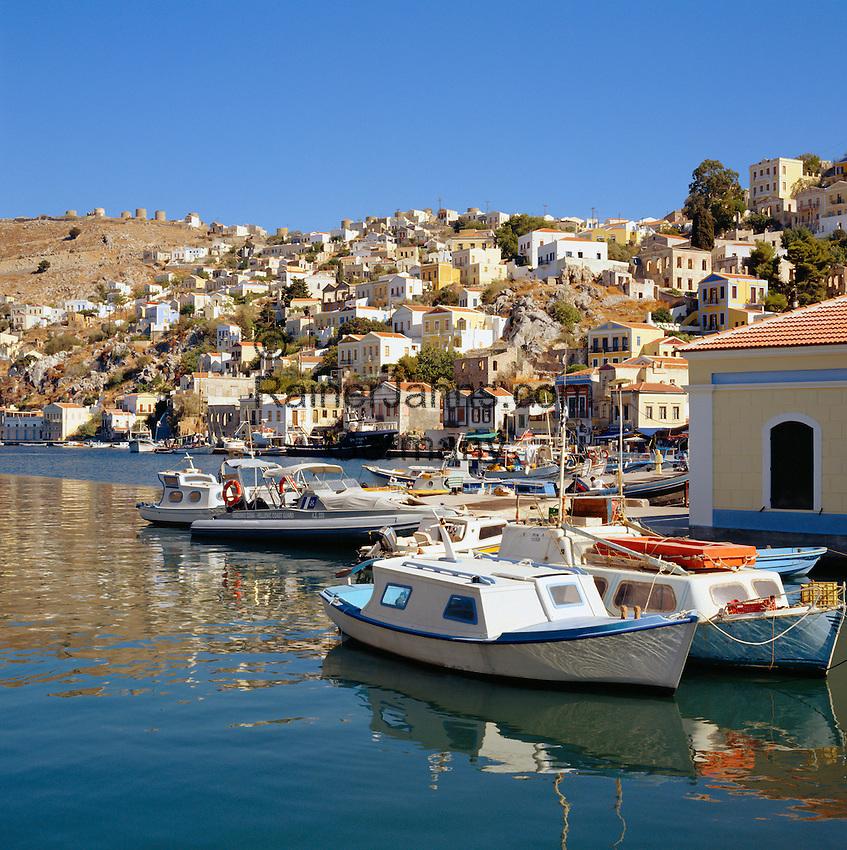 Greece, Symi Island, Chorio: view across harbour Gialós | Griechenland, Dodekanes, Insel Symi, Chorio: Blick ueber den Hafen Gialós