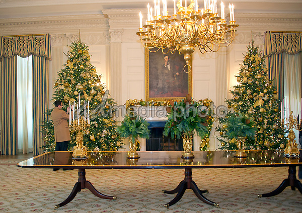 the 2017 white house christmas decorations with the theme time honored traditions - 2017 White House Christmas Decorations