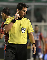 PALMIRA - COLOMBIA, 19-02-2019: Jorge Duarte Arroyo, arbitro, durante partido por la fecha 5 de la Liga Águila I 2019 entre Deportivo Cali y Union Magdalena jugado en el estadio Deportivo Cali de la ciudad de Palmira. / Jorge Duarte Arroyo, referee, during match for the date 5 as part Aguila League I 2019 between Deportivo Cali and Union Magdalena played at Deportivo Cali stadium in Palmira city.  Photo: VizzorImage / Gabriel Aponte / Staff