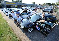 IJSHOCKEY: HEERENVEEN: Uitreiking sponsorauto's bij Opel dealer Siton in Heerenveen aan een selectie van ijshockeyspelers en de coach van de UNIS Flyers, v.l.n.r.  Ronald Wurm, Pipo Limnell, Marco Postma, Yan Turcotte, Kevin Nijland, coach Mike Nason, ©foto Martin de Jong