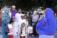 Roma, 17 Luglio 2015<br /> La comunità musulmana di Cinecittà affolla i giardini di Piazza dei Consoli, per la preghiera di Eid al-Fitr che segna la fine del mese di digiuno del Ramadan.<br /> Foto di gruppo<br /> Rome, July 17, 2015. <br /> Muslim immigrants crowd the garden of Piazza dei Consoli, in  multi-ethnic quarter, for the Eid al-Fitr prayer marks the end of the holy month of Ramadan.