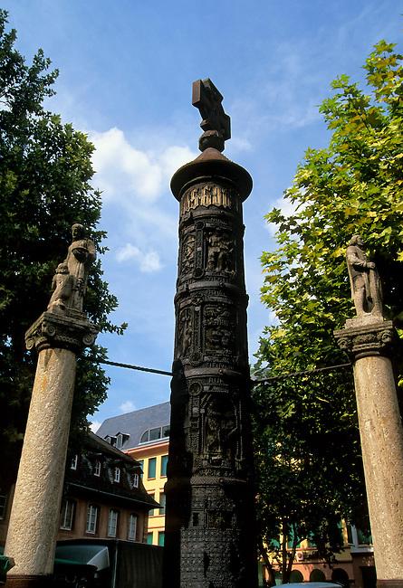 GERMANY, MAINZ, NAIL COLUMN (WWI MONUMENT)