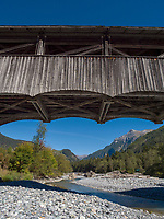 Holzbrücke über Inn, Sur En bei Sent, Scuol, Unterengadin, Graubünden, Schweiz, Europa<br /> wooden bridge, river Inn in Sent Sur En, Scuol Valley, Engadine, Grisons, Switzerland