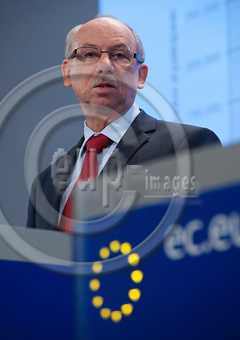 Brussels-Belgium - September 28, 2010 -- Janusz LEWANDOWSKI, European Commissioner from Poland and in charge of Financial Programming and Budget, during a press conference in the HQ of the EC -- Photo: Horst Wagner / eup-images