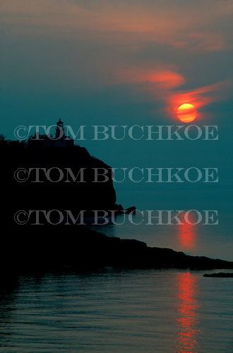 Split Rock lighthouse, Split Rock State Park, Minnesota, Lake Superior, sunrise.