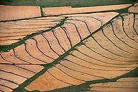 Felder : AFRIKA, SUEDAFRIKA, 17.12.2007:  Felder in der Wueste Karoo, Bewaesserung durch den Oranje River, Afrika, Suedafrika, Orange free, State, Zastron, Wirtschaft, Landwirtschaft, Agrar, Agrarwirtschaft, feld, felder, bewirtschaften,  Wueste, Landschaft, trocken, bewaessern, bewaesserung, Oranje, Fluss, Flussbewaesserung, Anbau, Anbaugebiet, Muster, Getreide, Korn, Struktur, skurril, Luftbild, Draufsicht, Luftaufnahme, Luftansicht, Luftblick, Flugaufnahme, Flugbild, Vogelperspektive Aufwind-Luftbilder