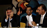 """ESTAS FOTOS NÃO PODE SER VENDIDAS NO ESTADO DO PARÁ<br /> BELÉM-PARÁ-02-04-09-POLITICA-Convocado para depor na Comissão Parlamentar de Inquérito (CPI) que apura abuso sexual contra crianças e adolescentes, o deputado Luiz Afonso Sefer (sem partido) chegou à Assembleia Legislativa do Estado munido de um envelope onde afirmava haver a prova """"definitiva"""" de sua inocência. Três horas e 24 minutos depois de um depoimento onde alternou momentos de silêncio e declarações exasperadas, deixou a Casa onde atuou por quase 20 anos sem ter conseguido convencer os integrantes da CPI de que é inocente. Ainda por cima, saiu com risco ainda maior de perder o mandato. <br /> <br /> Agora, além da representação do PSol, o deputado é alvo de um pedido de cassação feito pelo Partido dos Trabalhadores. A recusa de Sefer em responder à maioria dos questionamentos da CPI acelerou a decisão da legenda que previa para hoje a representação. Ontem mesmo, durante a sessão, a líder petista, Regina Barata, leu a representação contra o deputado. """"Seu comportamento nos permite tomar essa decisão"""", afirmou referindo-se à recusa do acusado em responder às perguntas feitas pela Comissão. Foto Tarso Sarraf/AE/AE"""