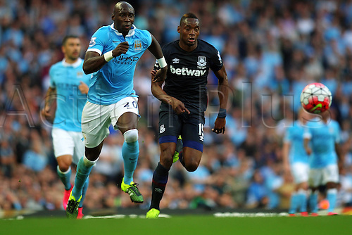 19.09.2015. Manchester, England. Barclays Premier League. Manchester City versus West Ham. Eliaquim Mangala of Manchester City and Diafra Sakho of West Ham United run for the ball