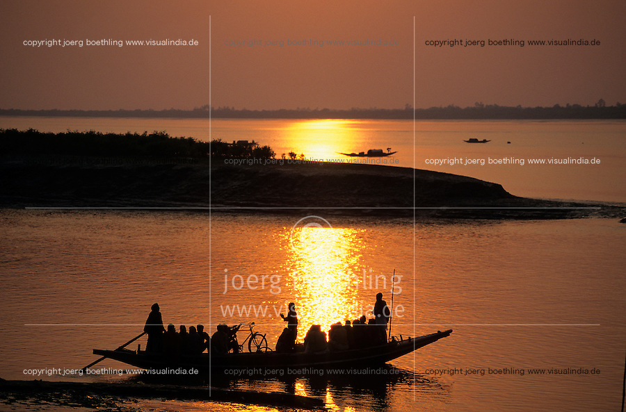 INDIA West Bengal, sunset at Sundarbans the delta of river Ganges / Indien, Westbengalen, Flussdelta des Ganges, Sunderbans